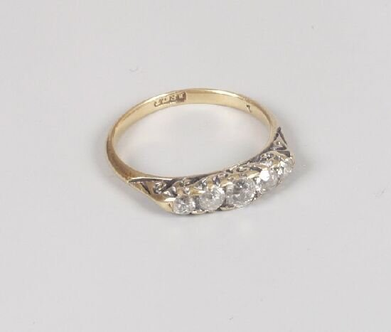 1011: 18ct gold graduated five stone old cut