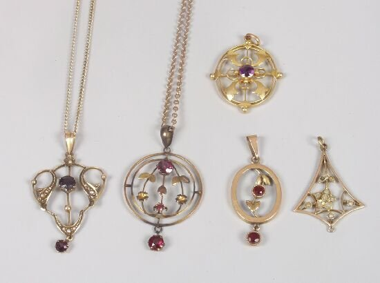 1016: Four 9ct gold pearl and gem set pendant