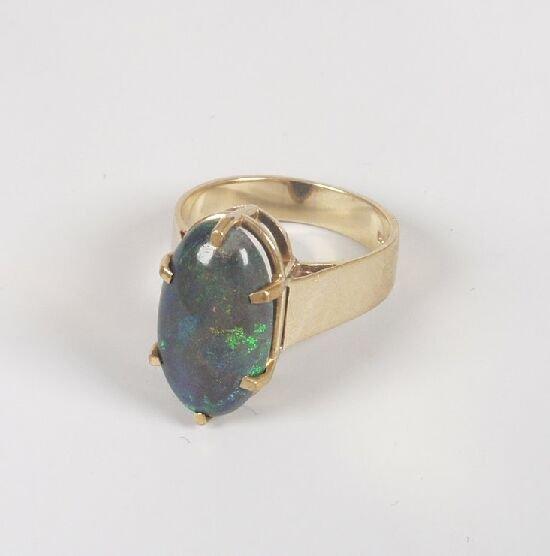 1017: 9ct gold oval black opal single stone r