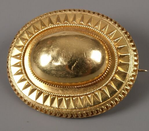 1: Victorian gold oval brooch with bombe centre panel a
