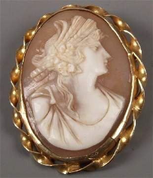 9ct gold framed oval cameo of the head and shoulders