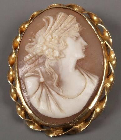 7: 9ct gold framed oval cameo of the head and shoulders