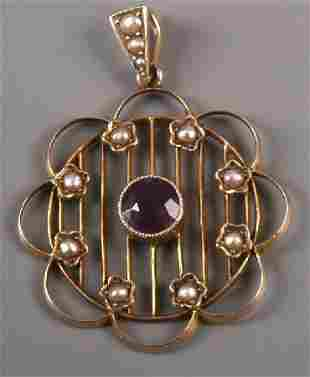 Edwardian 9ct gold round openwork pendant with cent