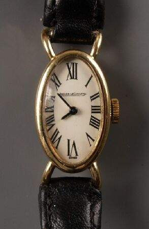 JAEGER-LE-COULTRE - lady's 18ct gold manual wind ov