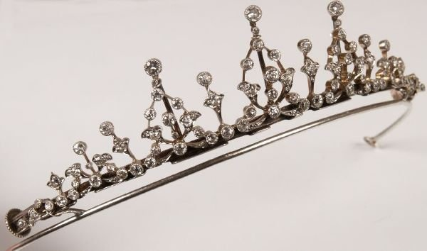 29: Victorian diamond tiara in fitted box marked Tessie