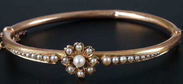 6: Early 20th century gold hinged bangle with seed pear