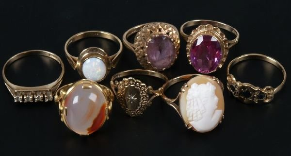20: Eight assorted gold mounted stone set dress rings t