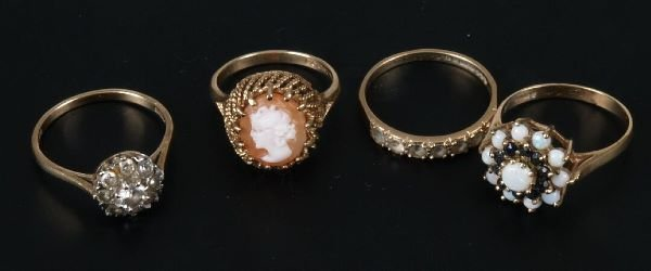 21: Fifteen assorted gold mounted stone set dress rings