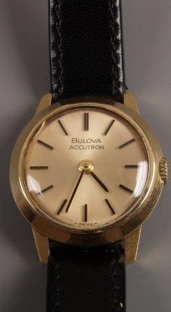 1009: Bulova Accutron in solid 18ct gold case with bato