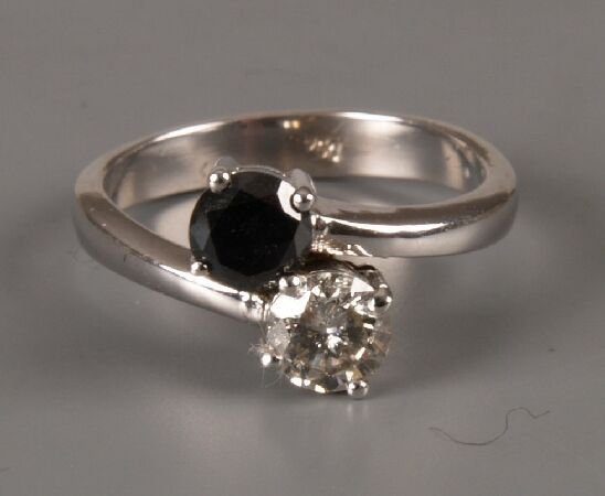 5: 18ct gold sapphire and diamond two stone crossover r