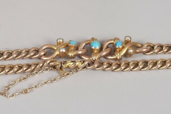 1005: 9ct rose gold curb link bracelet with a