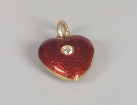 1008: Small heart shape pendant set a single