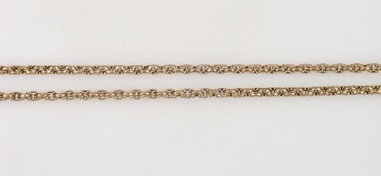 1013: Victorian 9ct gold fancy rope link guar