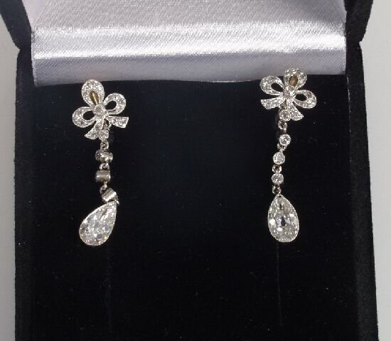 1019: A pair of early 20th Century diamond li