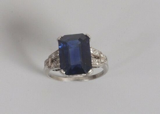 1021: Sapphire and diamond cocktail ring, cla