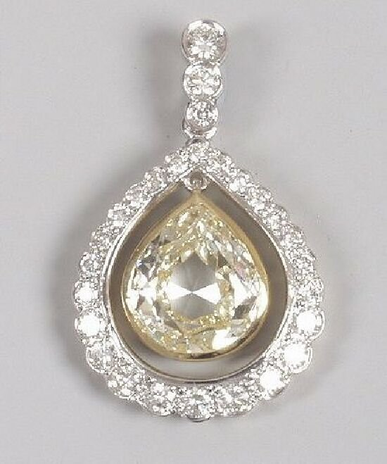 1270: A pear shape diamond pendant of 3.70cts