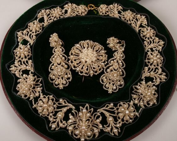 11: Victorian seed pearl floral cluster suite comprisin