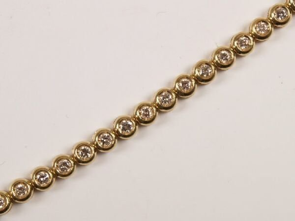 19: 18ct gold round brilliant diamond set line bracelet