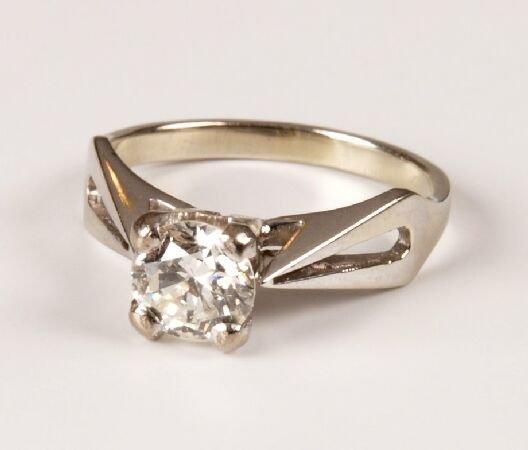 23: White gold single stone round brilliant cut diamond