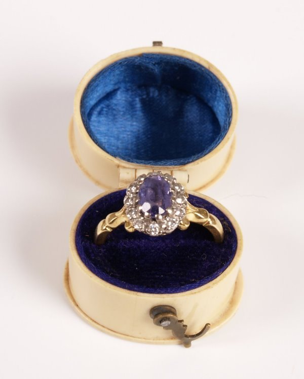 21: 18ct gold diamond and tanzanite cluster ring, a cen
