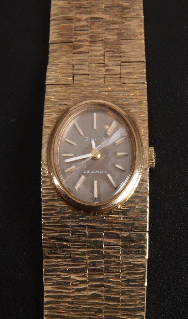 1008: BULOVA - 1970's 9ct gold quartz ladies watch with