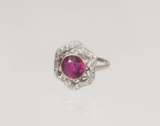 1008: Edwardian platinum mounted ruby and sin