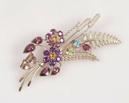 1010: 9ct gold 1960's floral spray brooch set