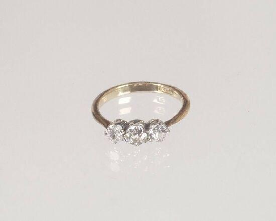 1016: 18ct gold claw set three stone diamond