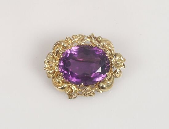 1024: An oval faceted amethyst brooch with fo