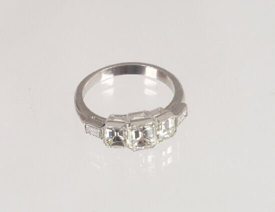1112: A three stone trap cut diamond Deco sty