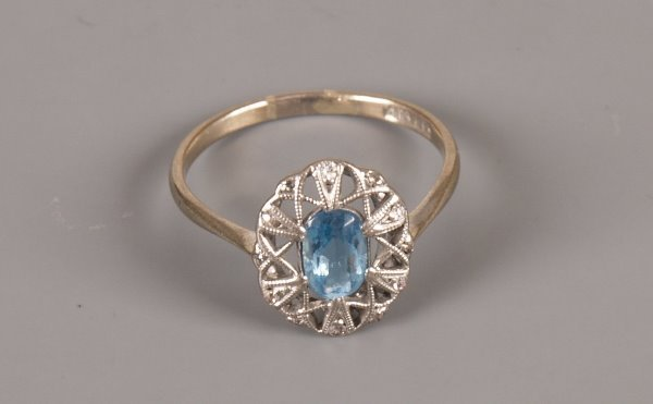 11: 1920's style oval ring with a central blue paste st