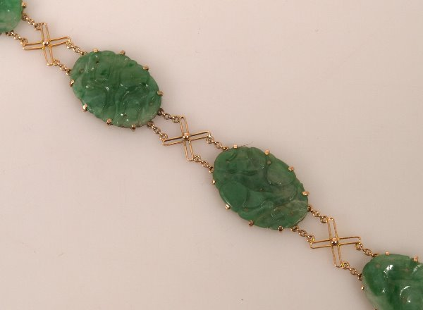 17: 9ct yellow gold bracelet with four oval green jade