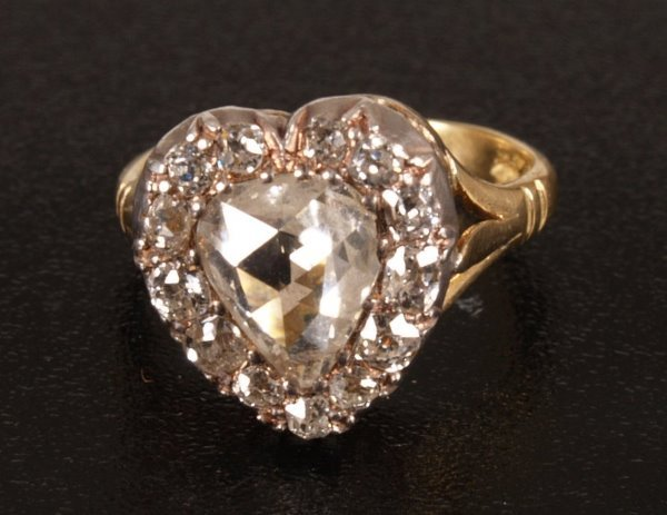 22: 18ct gold heart shape diamond set ring, set a centr
