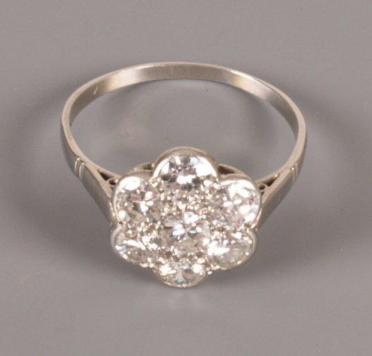 44: Diamond daisy cluster ring, seven round brilliant d