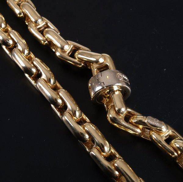 3: 18ct gold shaped hollow rectangular link collar of 5