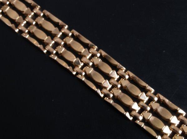 6: 18ct rose coloured gold gate style bracelet of flatt