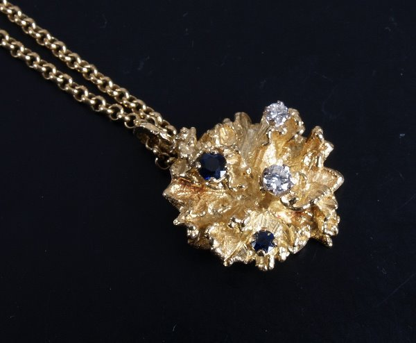 11: 18ct gold nugget style pendant set with two diamond