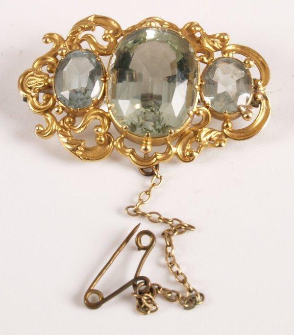 16: Victorian gold oval brooch set with three aquamarin