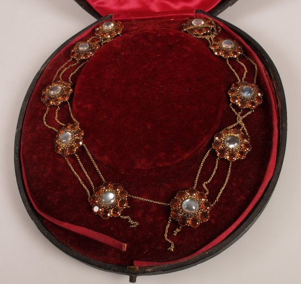 198: Georgian necklet comprising moonstone and citrine