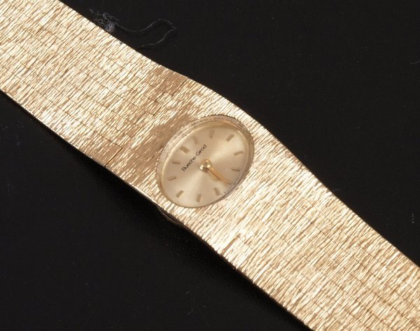 2007: BUECHE GIROD - a ladies 9ct gold oval faced wrist