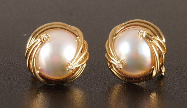 1002: Pair of 18ct gold mounted mabe pearl earrings wit