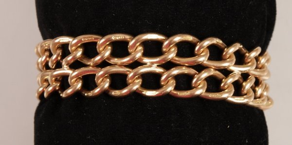 1006: 15ct gold two row twisted curb link bracelet with