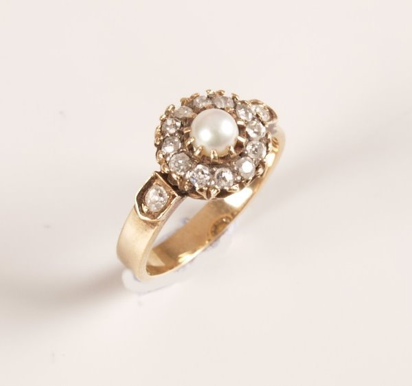 1010: 18ct gold mounted pearl and rose cut diamond thir