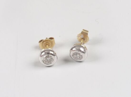 1006: A pair of 18ct gold collet set single s