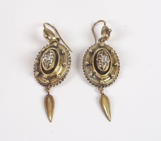 1012: Victorian gold pendant earrings of an o