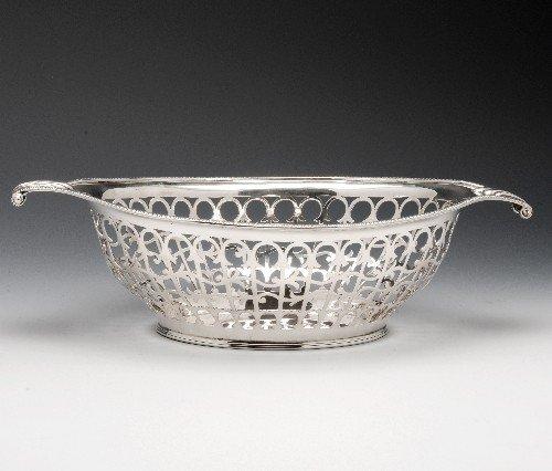 6: An Edwardian silver pierced oval basket.