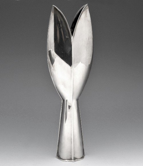 375: A Finnish silver bud vase by Tapio Wirkkala.