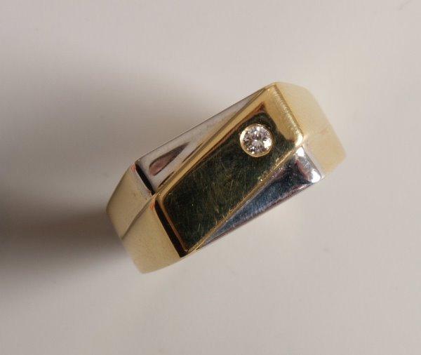 5: 18ct bi-colour gold crossover design rectangular top