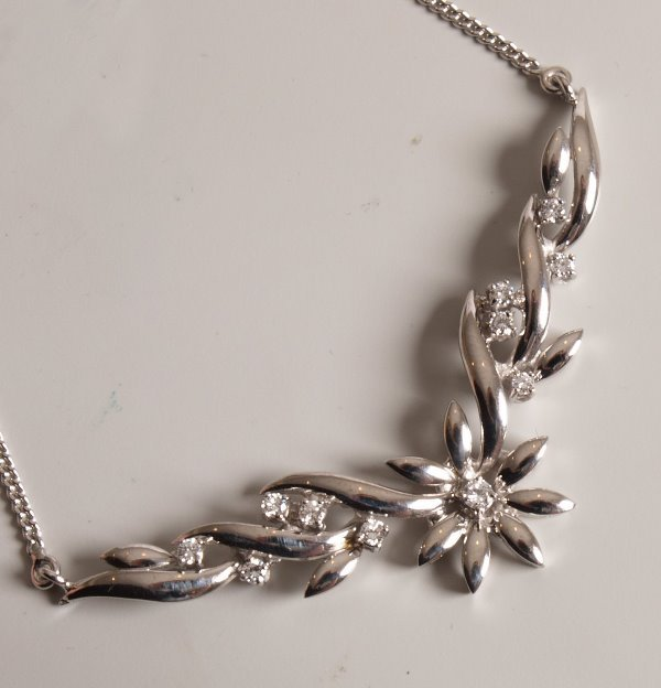 7: 18ct white gold floral motif panel necklet with a ce