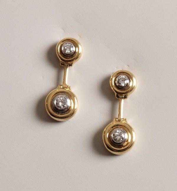 16: Pair of 18ct gold drop stud earrings each collet se
